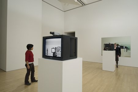 fig:Dan Graham Opposing Mirrors and Video Monitors on Time Delay, 1974/1993; Collection SFMOMA, © Dan Graham